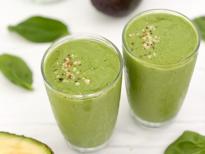 show me the greens smoothie with ingredients laying around